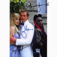 Autografo James Bond Cast 3 Actors Bersaglio Mobile Foto 20x25