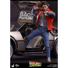 Hot Toys MMS 257 Back to the Future – Marty McFlyAccessories: – One (1) pair of sunglasses – One (1) black watch – One (1) portable audio cassette player with headset – One (1) camcorder – One (1) skateboard – One (1) red backpack – One (1) handout – Thre