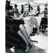 Autografo  Catherine Schell Space 1999 - 7 Foto  20x25